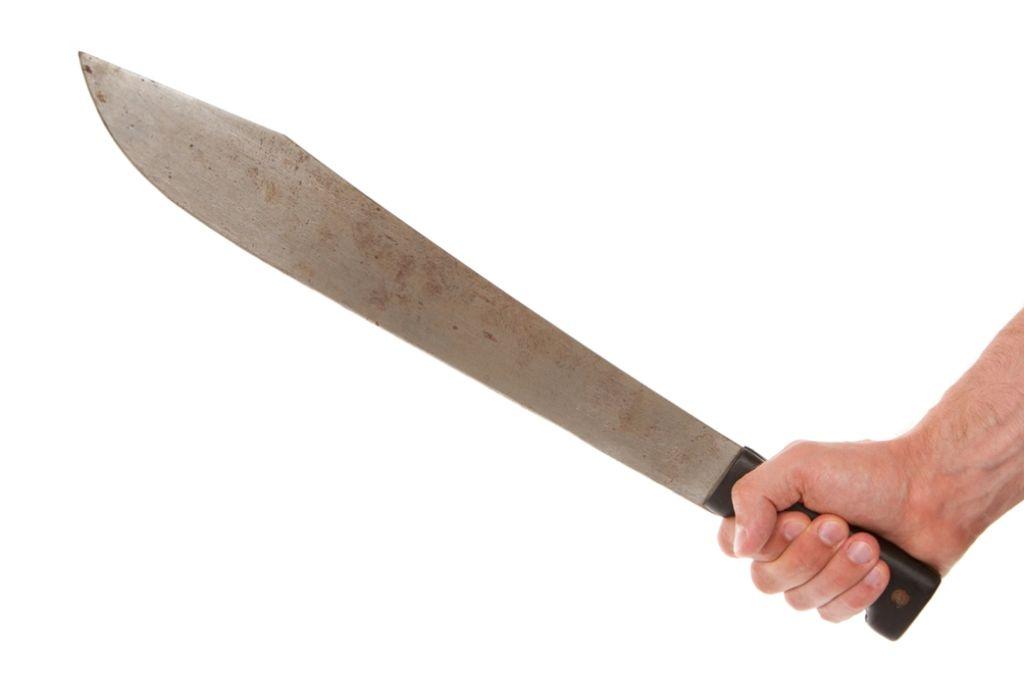Mit einer Machete ging ein Mann offenbar in Göppingen auf seinen Nachbarn los. Foto: Shutterstock/MyImages-Micha