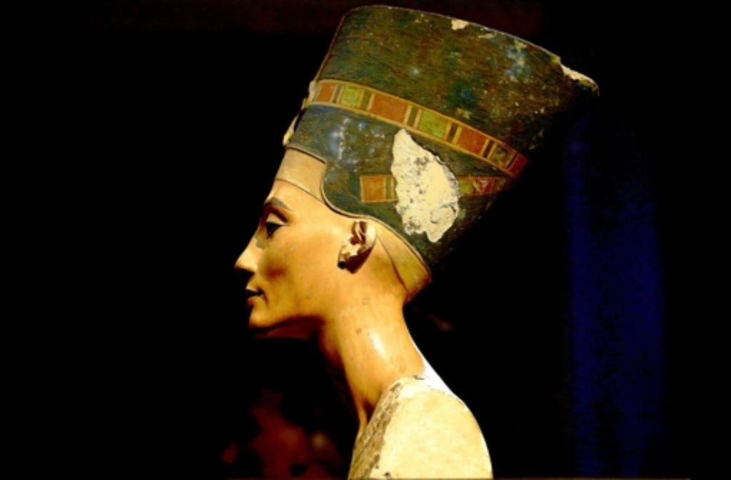 Nofretete, auratisch ins Licht gesetzt im Neuen Museum in Berlin Foto: dpa