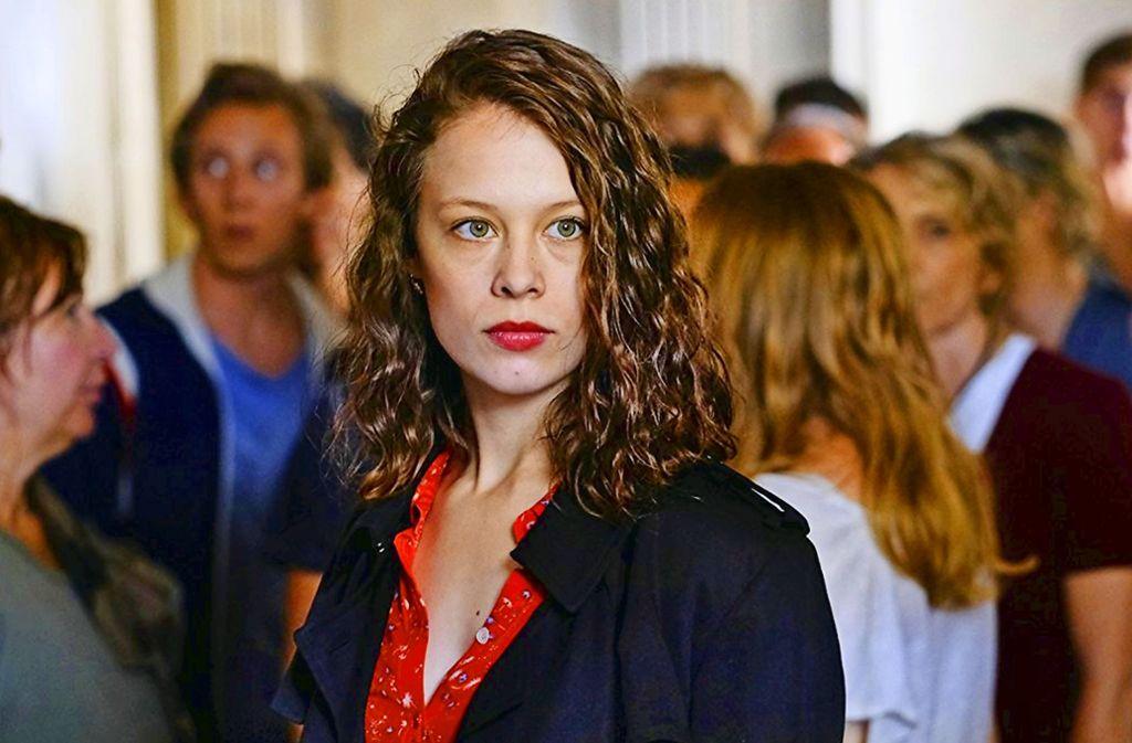 """Paula Beer (""""Bad Banks"""") ist vom 5. April als leidenschaftliche Liebende an in dem deutschen Kinofilm """"Transit"""" zu sehen. Foto: Verleih"""