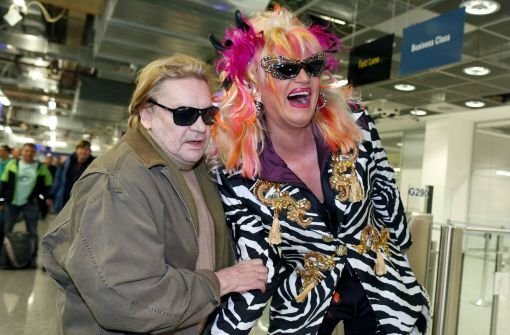 Ja, das wird sicher ein Spaß: Olivia Jones (rechts) kann es anscheinend kaum noch erwarten. Die 43-jährige Drag Queen ist nicht nur für ihre schrillen Auftritte berühmt-berüchtigt. Sie engagiert sich ... Foto: dpa