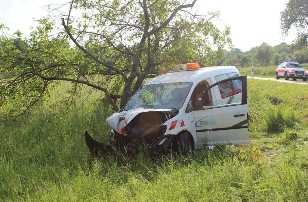 Bei dem Unfall wurde der Fahrer schwer verletzt. Foto: SDMG