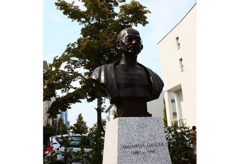 Gandhi wacht über  Burgholzhof