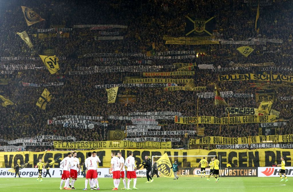 Der Fußball stand bei dem Spiel zwischen RB Leipzig und Borussia Dortmund angesichts der Gewaltausschreitungen nicht im Vordergrund. Foto: Getty