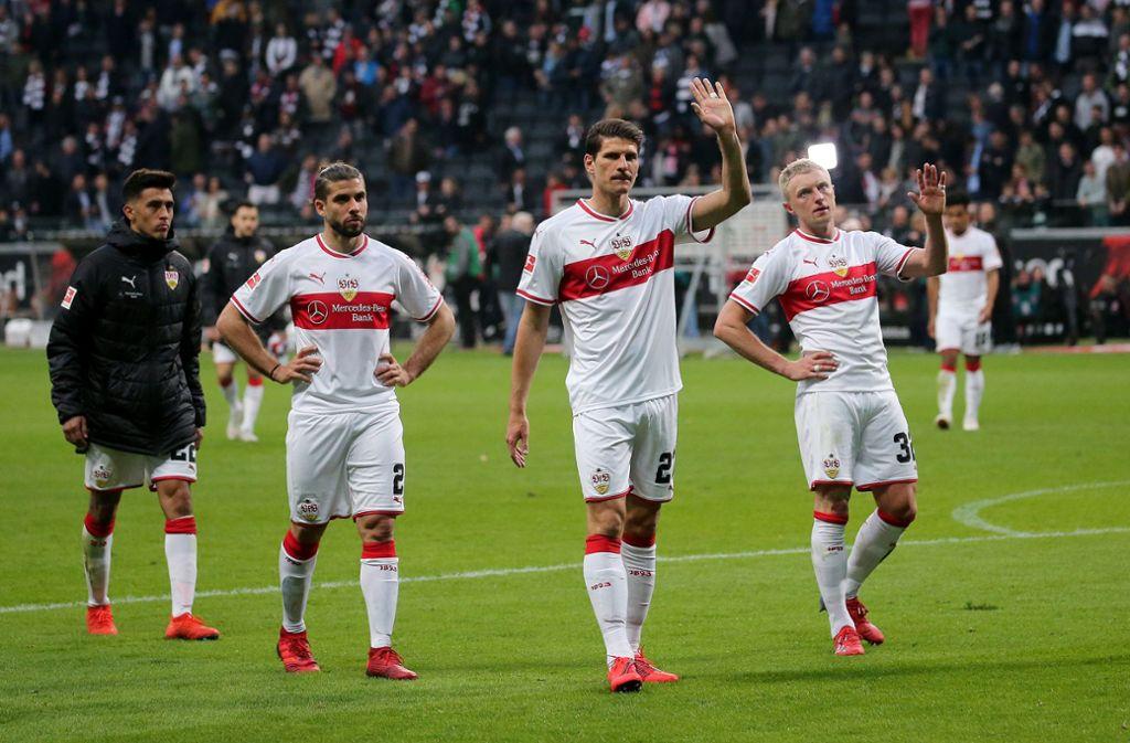 Enttäuschung bei den Spielern des VfB Stuttgart nach der deutlichen 0:3-Niederlage bei Eintracht Frankfurt. Foto: Pressefoto Baumann