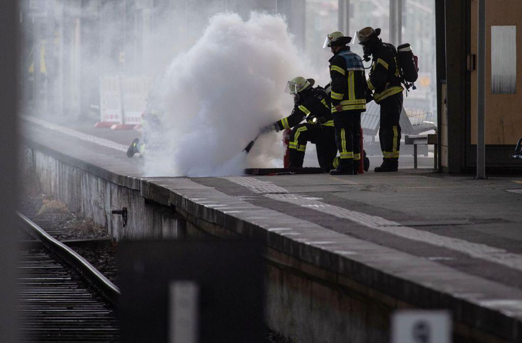 Wegen eines Feuers stehen Anfang Februar alle Räder still im Bahnhof. Foto: dpa