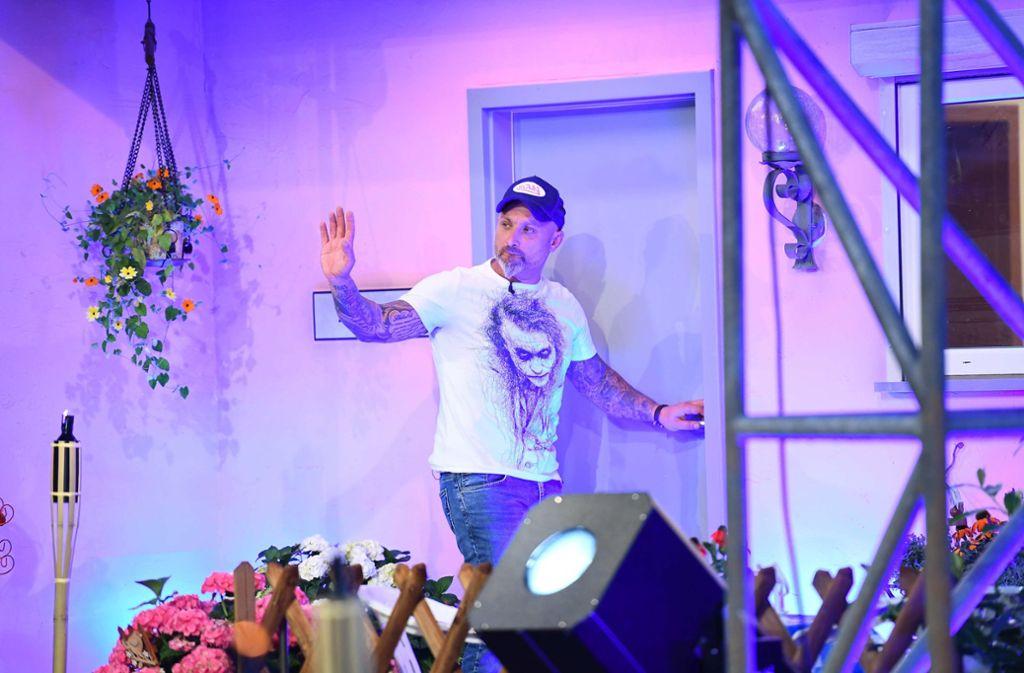 Zlatko Trpkovski beim Einzug in den Promi Big Brother Container. Foto: dpa