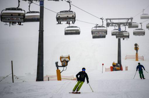 Am Feldberg sind die ersten Skifahrer unterwegs