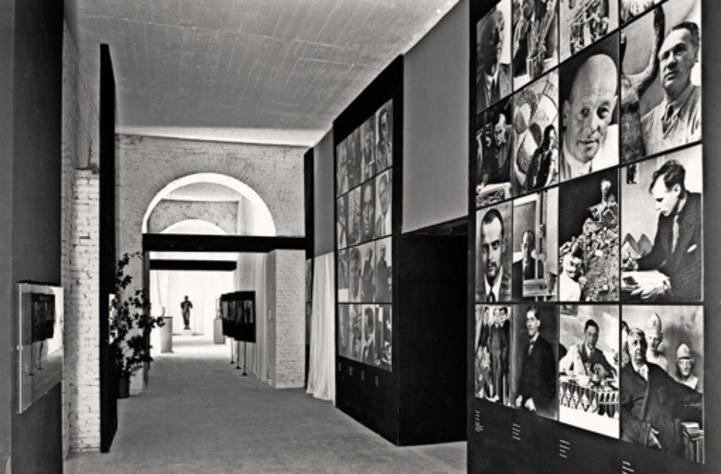 Bei der ersten Documenta im Jahr 1955 begrüßten Künstlerporträts im Eingangsbereichdie Besucher des Friedericianum. Foto: Günther Becker