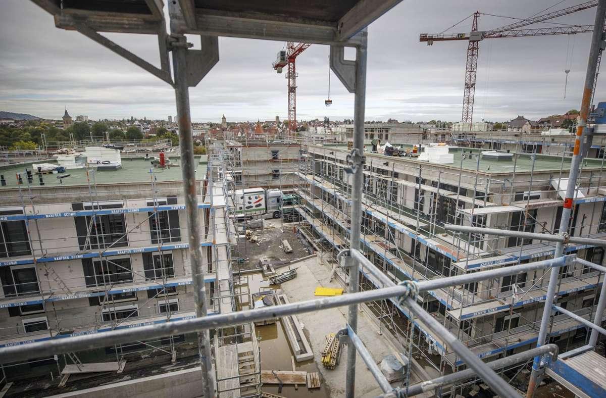Das  Ex-Klinikareal bietet günstigen Wohnraum mit Blick auf die Stadtkulisse. Foto: Gottfried Stoppel