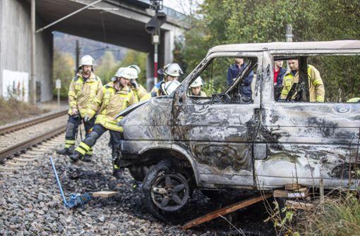Transporter geht in Flammen auf