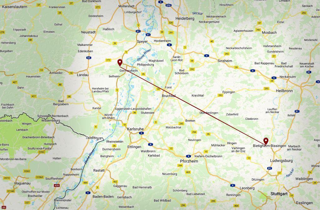 Die Biomüllvergärungsanlage im Kreis Germersheim liegt etwa 65 Kilometer Luftlinie von Bietigheim-Bissingen entfernt, wo zunächst ein  Standort geplant war – und abgelehnt wurde. Foto: Google Earth, Bearbeitung: StZ