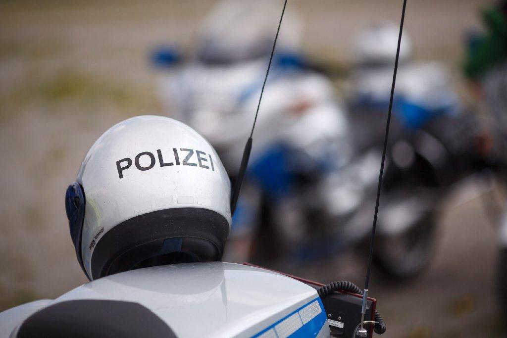 Auf der A8 bei Köngen ist ein Fiat in der Nacht auf Sonntag nach einem Unfall auf dem Dach gelandet. Die drei Insassen wurden leicht verletzt. (Symbolfoto) Foto: www.7aktuell.de | Florian Gerlach