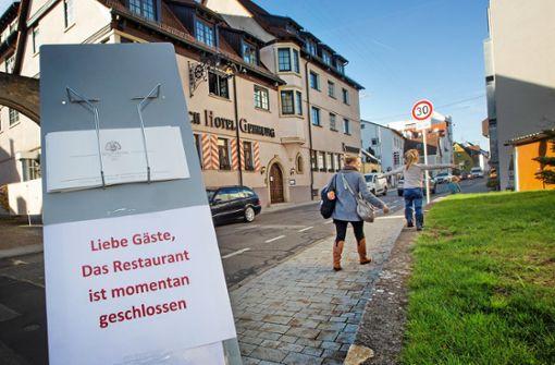 Menschen im Kreis Esslingen diskutieren heftig über Corona-Regeln