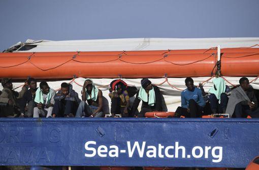 Flüchtlinge müssen weiterhin auf Rettungsschiff ausharren