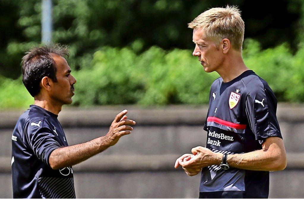 Sportvorstand Schindelmeiser (rechts) äußert sich zum Rücktritt von VfB-Trainer Luhukay. Foto: Pressefoto Baumann