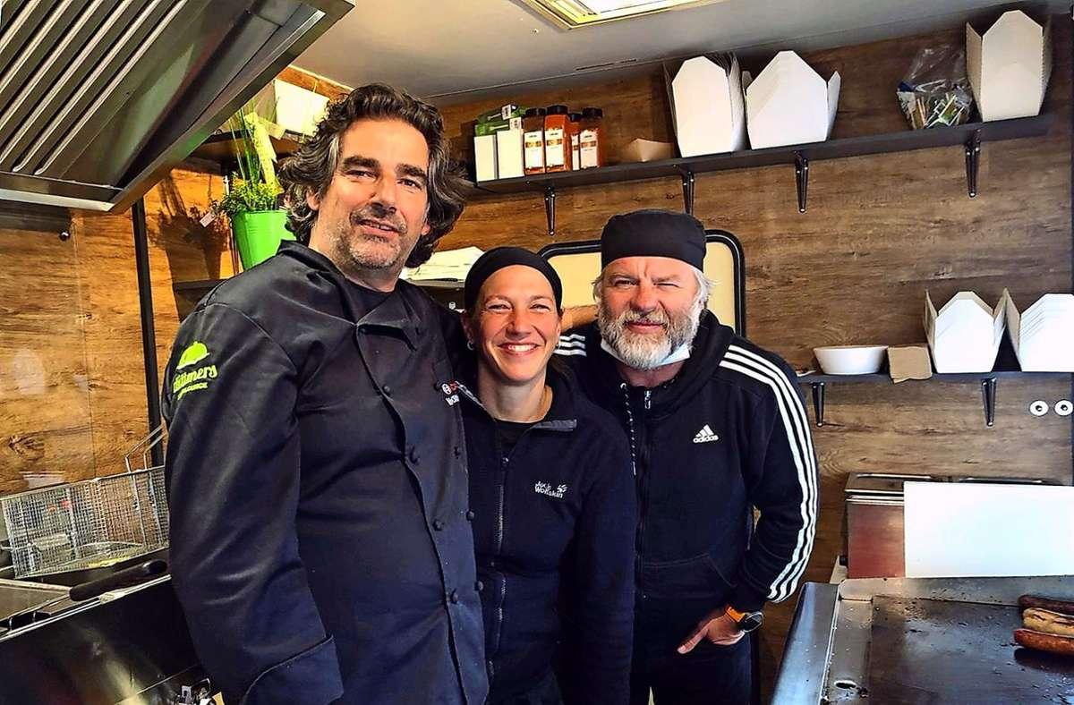 Betreiben einen Fast-Food-Verkauf mit Metaebene: Volker Dittmar, Karin Geyer und Michael Schüller (von links). Foto: privat