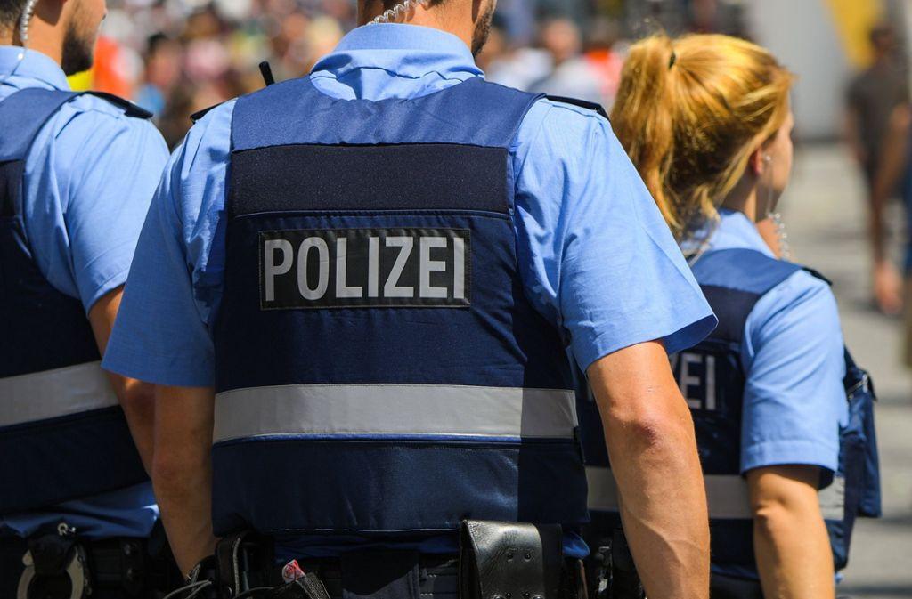 In Deutschland wird aktuell in mehreren Fällen mit rechtsextremistischem Hintergrund ermittelt, in die auch Polizisten verwickelt sein könnten. Foto: dpa