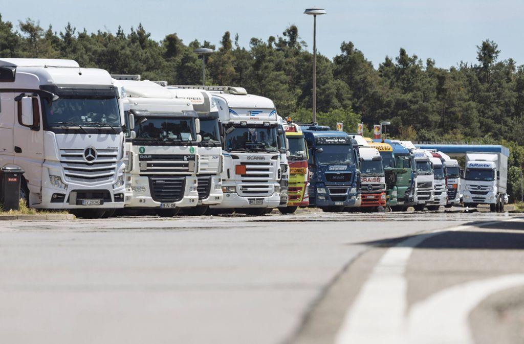 Die Lastwagenbauer MAN, Daimler, DAF, Iveco und Volvo/Renault haben jahrelang Preislisten ausgetauscht (Symbolbild). Foto: imago/Future Image/Christoph Hardt