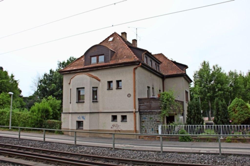 Das Haus an der Solitudestraße 111 gehört der Stadt, gepachtet hat es die Sportgemeinde Weilimdorf. Bis Ende des nächsten Jahres muss das Gebäude geräumt sein. Foto: Martin Braun