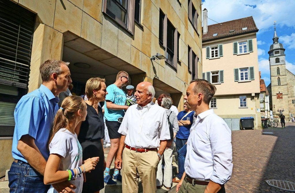60 Anwohner kamen zur Sitzung im Rathaus.  Lucienne Graupe und Ulrich Durst (Mitte) hatten dazu aufgerufen. Foto: factum/Granville