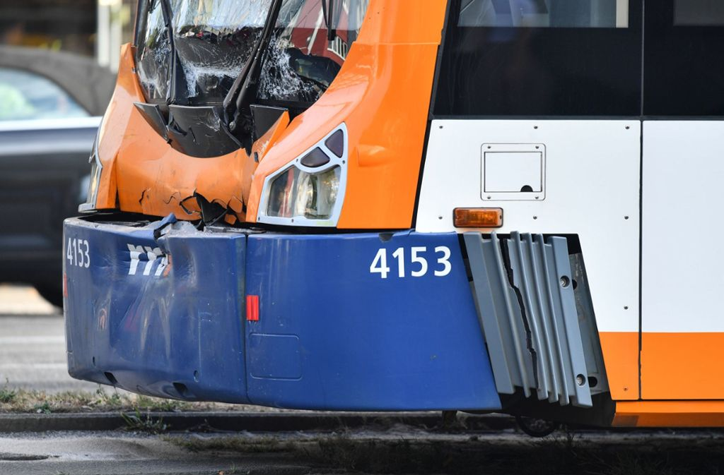 Menschliches Versagen hat nach Auskunft des Mannheimer Verkehrsbetriebs zu dem Straßenbahn-Auffahrunfall geführt. Foto: dpa