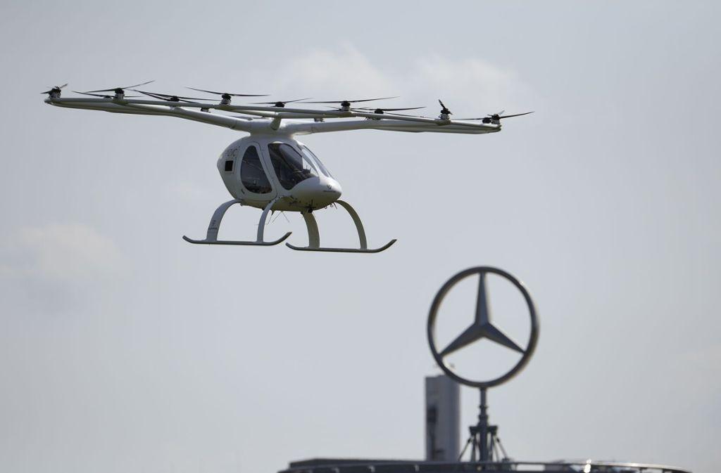 Ohne Insassen fliegt der Volocopter – zum ersten Mal – in Stuttgart. Foto: Getty Images/Andreas Gebert