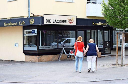 Bäcker öffnet wieder, Bank reduziert Service