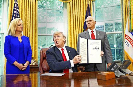Trump sperrt Familien in Lager
