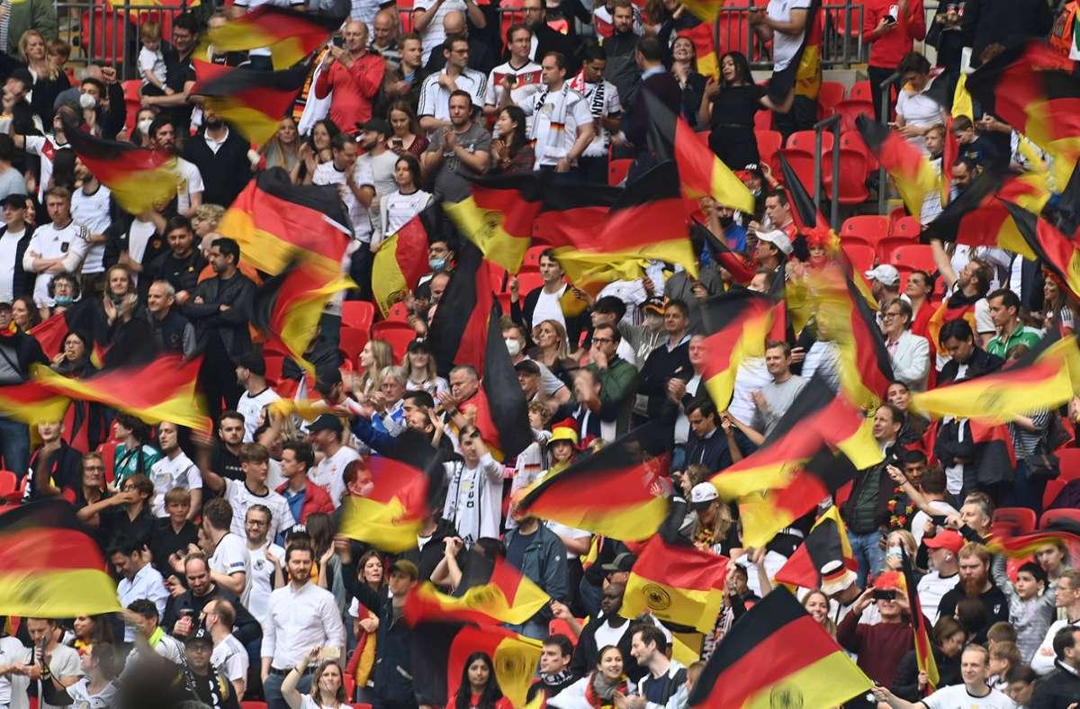 Das Mädchen war beim Spiel gegen England live im Stadion. Foto: imago images/Sven Simon/Frank Hoermann