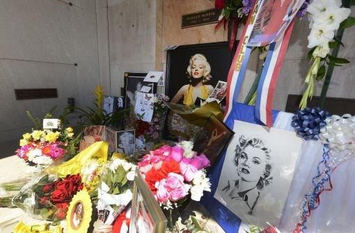 Hunderte besuchen Marilyn Monroes Grab