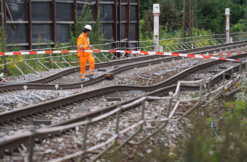 Gleise mit Wellenschliff: bei Rastatt ist die Rheintalbahn dramatisch abgesackt. Foto: Benedikt Spether