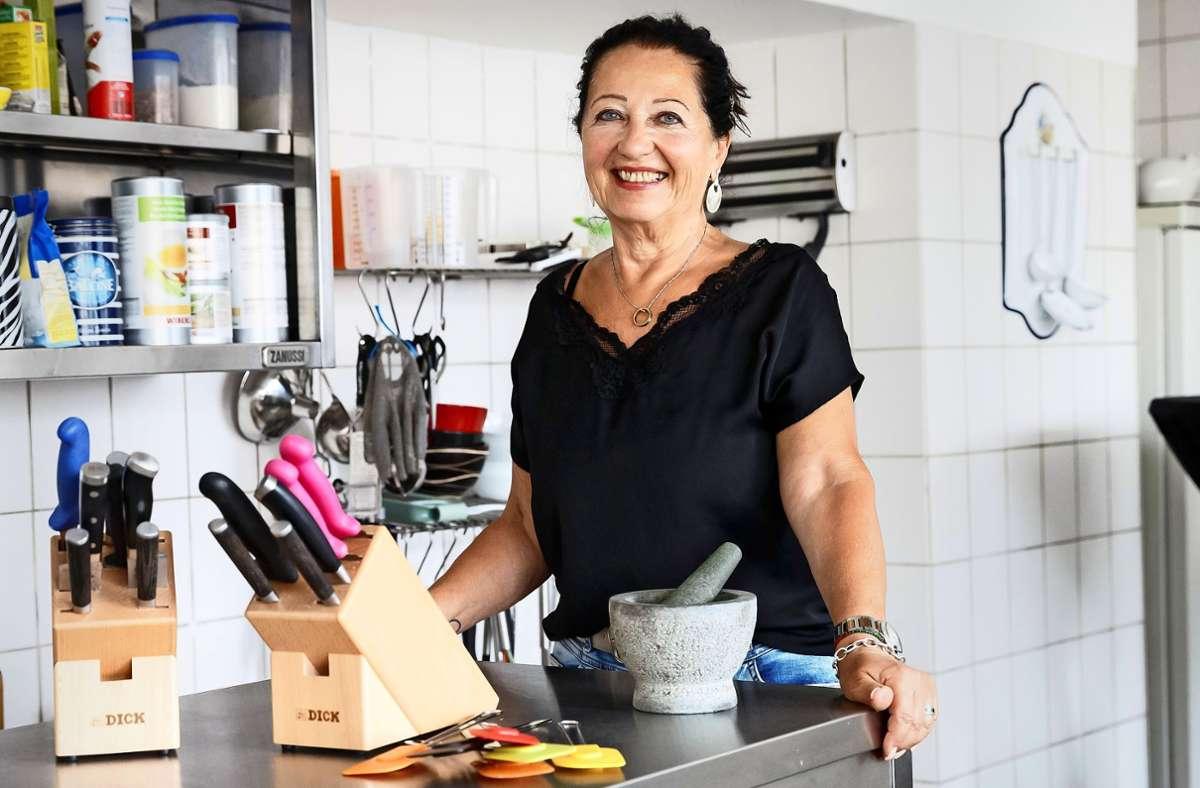 Angelika Thiele in ihrer leeren Kochschule in Degerloch Foto: Lichtgut/Julian Rettig