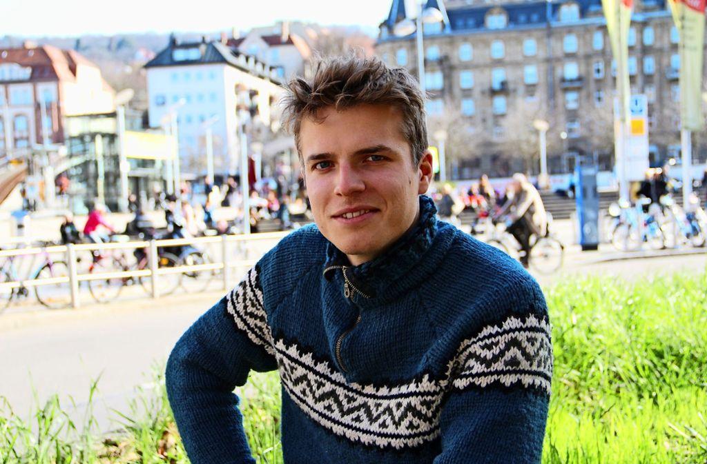 Der 25-jährige Student Philipp Winnige jobbt am Marienplatz und freut sich, dass er wieder heimischen Boden unter den Füßen hat. Foto: Corinna Pehar