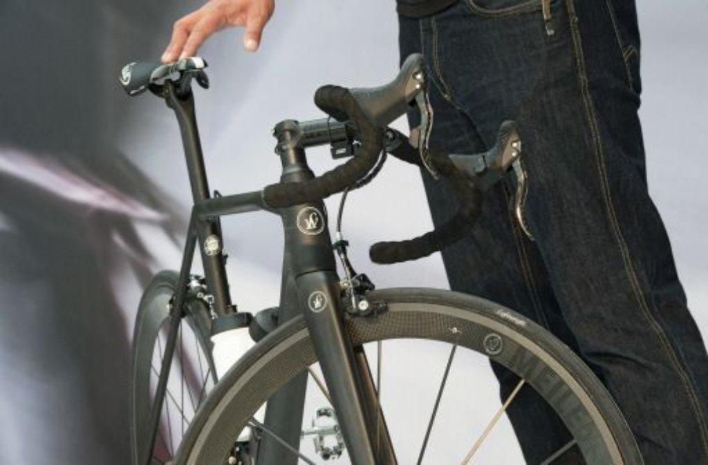 Bei einem Unfall auf der A8 bei Sindelfingen werden 16 Carbon-Fahrräder im Wert von 80.000 Euro zerstört - weitere Meldungen der Polizei aus der Region Stuttgart. (Symbolbild) Foto: dpa