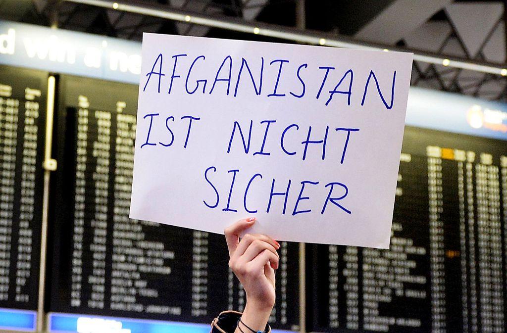 Abschiebungen nach Afghanistan werden heftig diskutiert. Foto: dpa