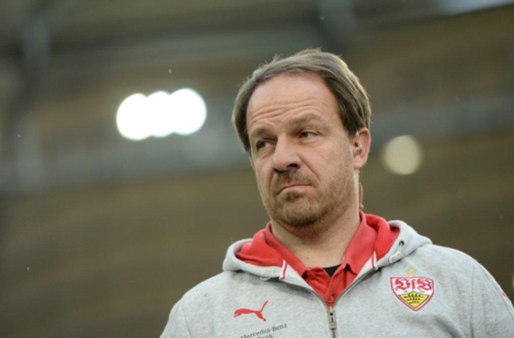 Der Cheftrainer des VfB Stuttgart, Alexander Zorniger, wurde nach der Niederlage am vergangenen Wochenende entlassen. Die Stuttgarter Fußballfans aber sind sich einig, dass das nicht die Lösung des Problems ist. Die Probleme scheinen tiefer zu gehen. Foto: dpa