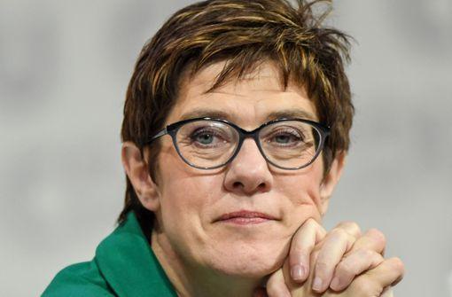 "Kramp-Karrenbauer bekommt Negativ-Preis ""Miss Homophobia"""