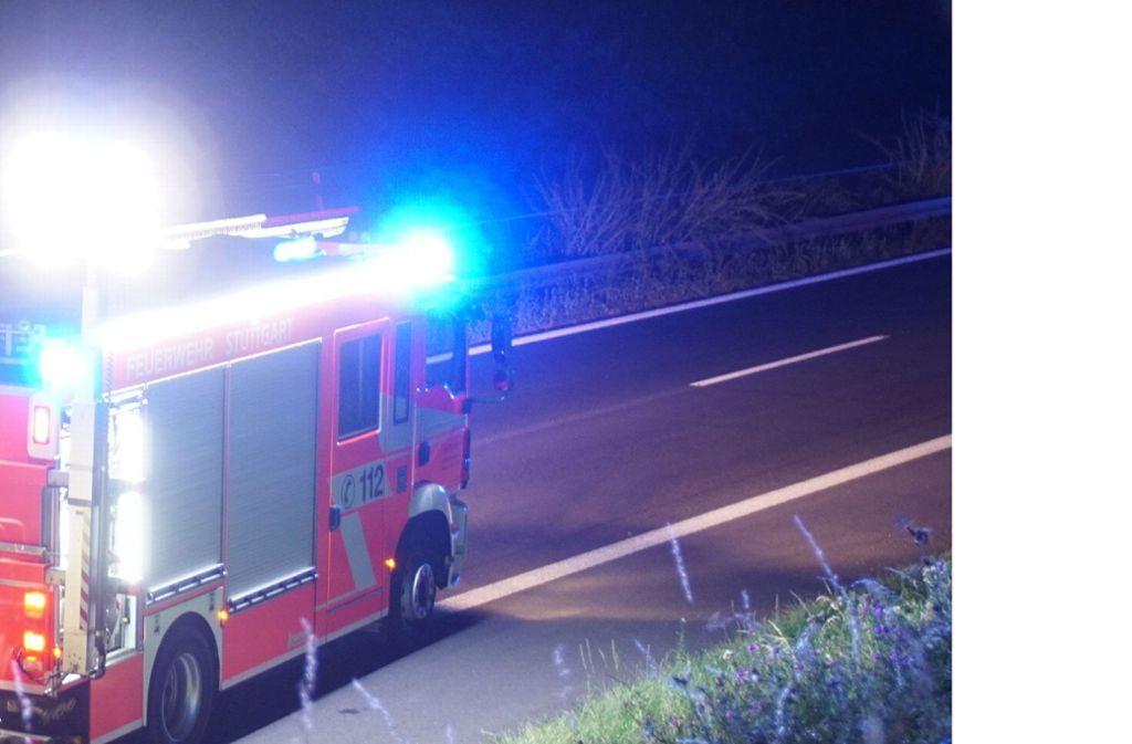 Die Feuerwehr verhinderte, dass der Brand in Adelsheim auf ein Nachbarhaus übergrif (Archivbild). Foto: SDMG