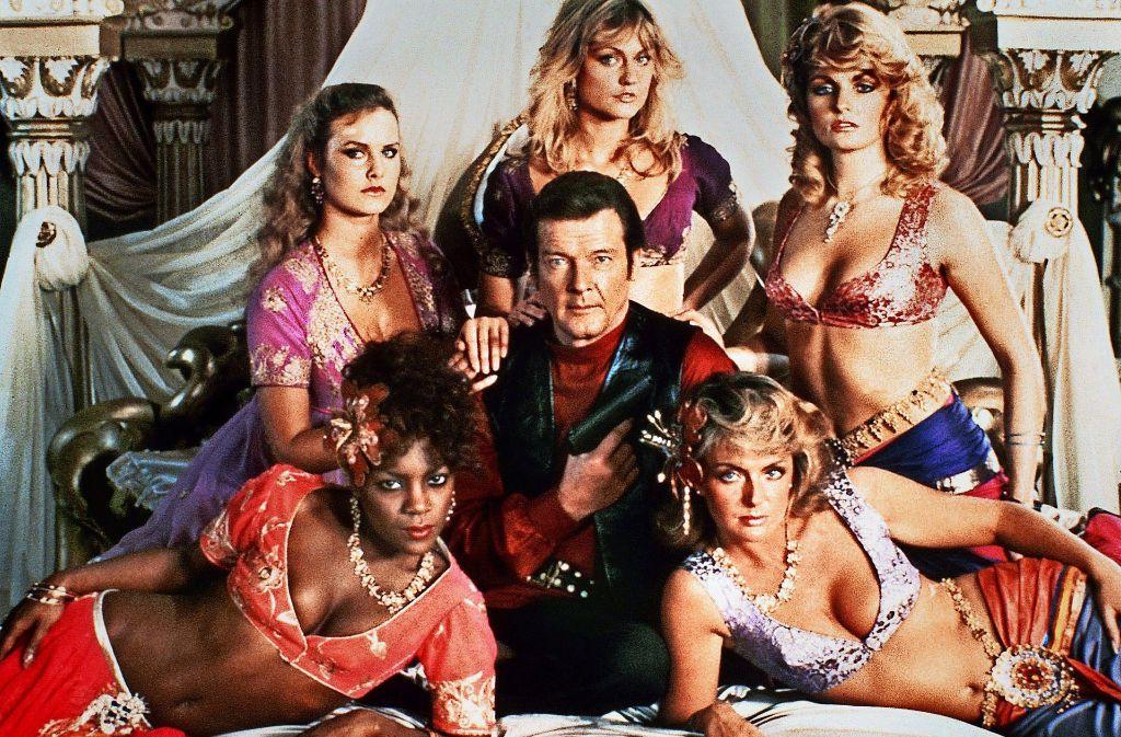 """Fast mitleidig schaute Roger Moore auf   junge Damen, die """"Oh, James!"""" hauchten Foto: ARD"""