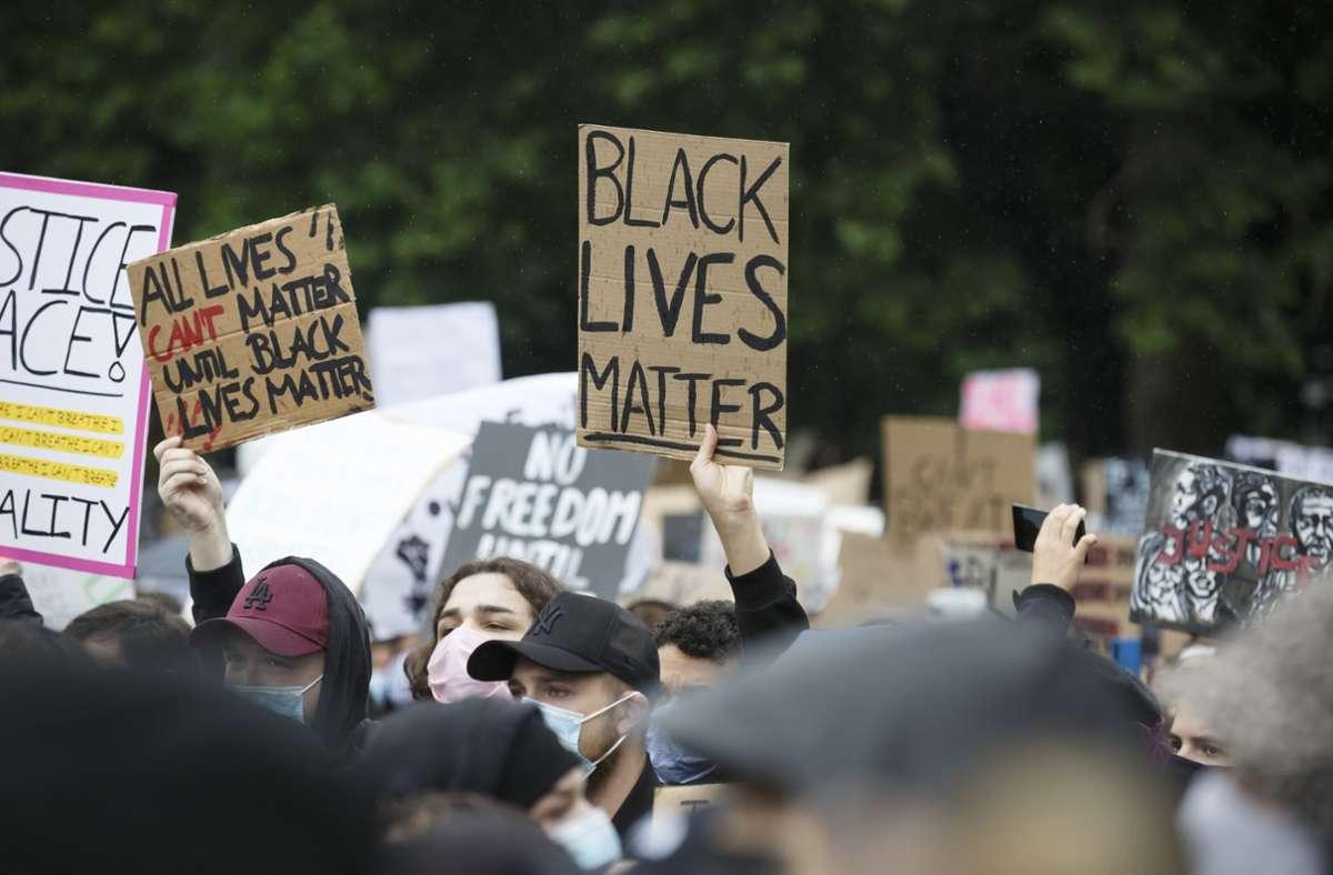 Zehntausende sind nach dem Tod von George Floyd vor gut einem Jahr auch in Deutschland auf die Straße gegangen, um gegen Rassismus zu demonstrieren. Foto: Lichtgut/Julian Rettig