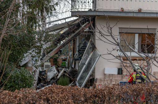 Wintergarten nach Explosion in Flammen