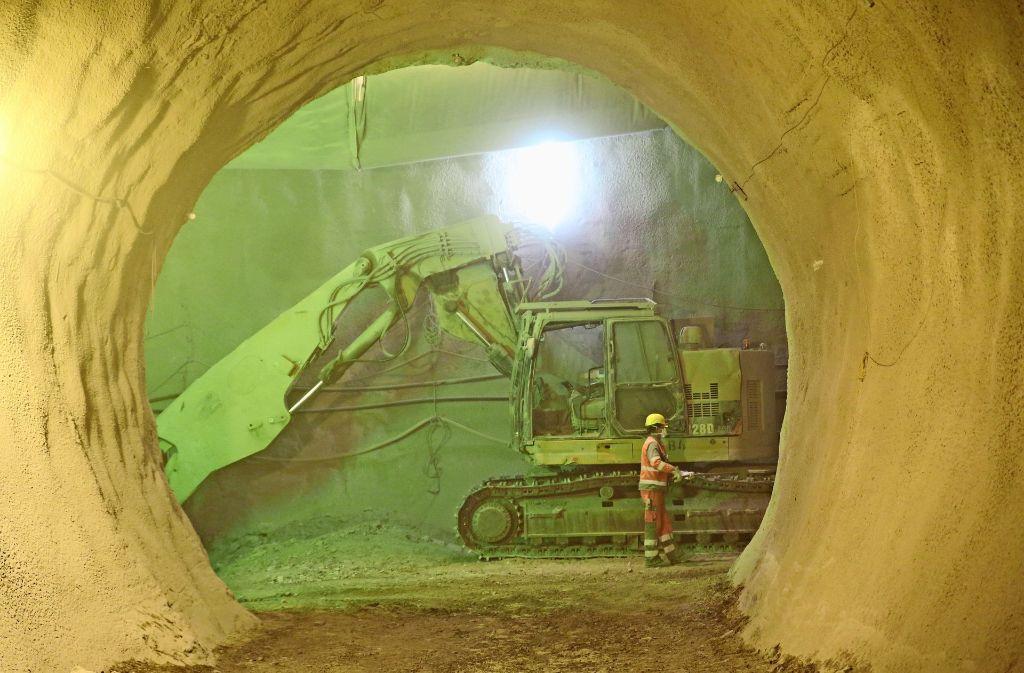 Eine Unterwelt aus Maschinenlärm, Staub und grellem Scheinwerferlicht. Foto: Foto: Siri Warrlich