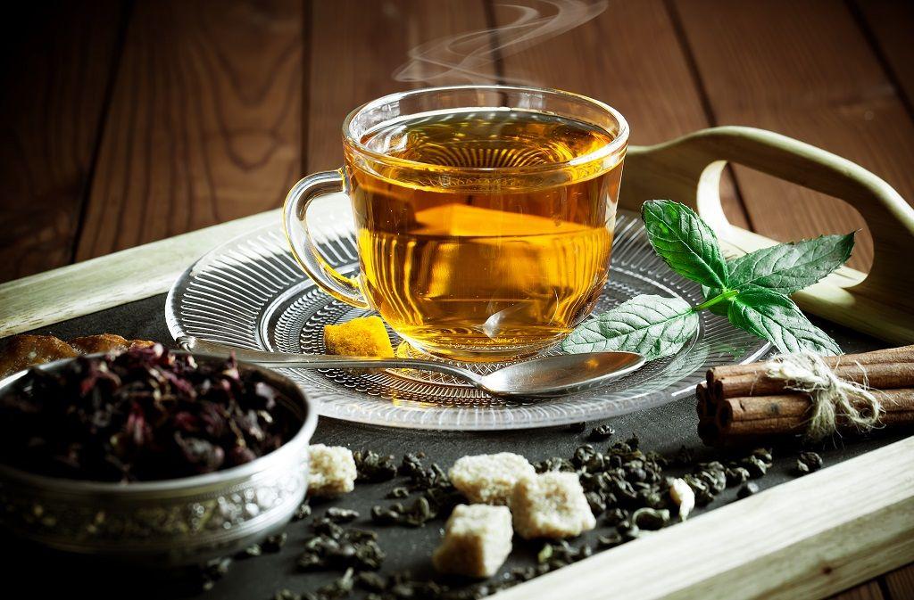 Tee selber machen: Rezepte und Tipps für selbstgemachten Tee Foto: Zadorozhnyi Viktor / shutterstock