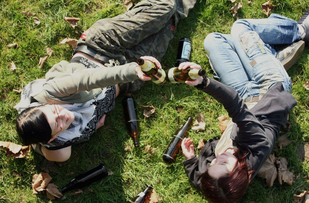 An dem Wochenende haben die Jugendlichen auf der Wiese nicht nur getrunken und gegrölt, sondern sich auch geprügelt. Foto: dpa