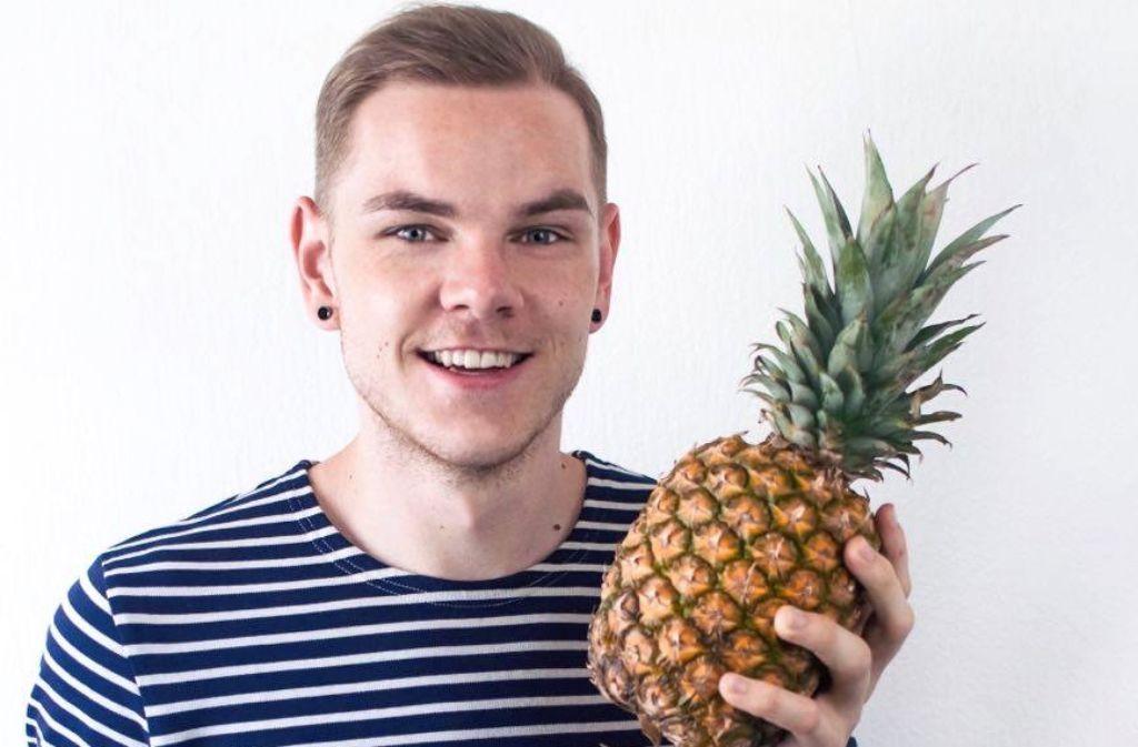 Aus Liebe zur Ananas kreiert Marcel Buchstaller Drinks und Snacks gerne mit der süßen Frucht. Foto: Marcel Buchstaller