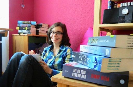In ihrer Leseecke verbringt Sophia Suckel Stunden mit Büchern. Foto: Barnerßoi
