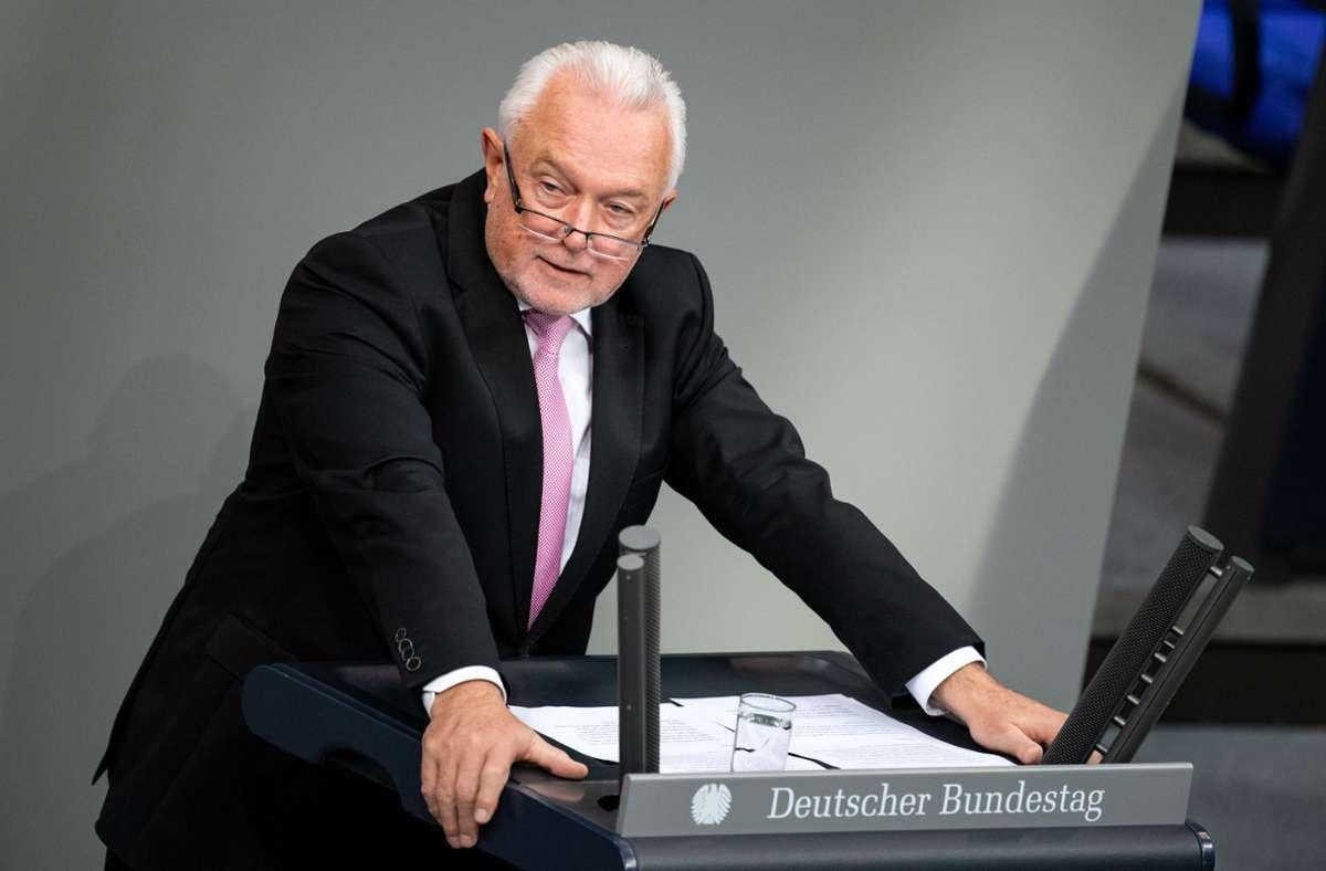 Wolfgang Kubicki (FDP) war trotz Verbots während des Lockdowns Kneipen besucht. (Archivbild) Foto: dpa/Bernd von Jutrczenka