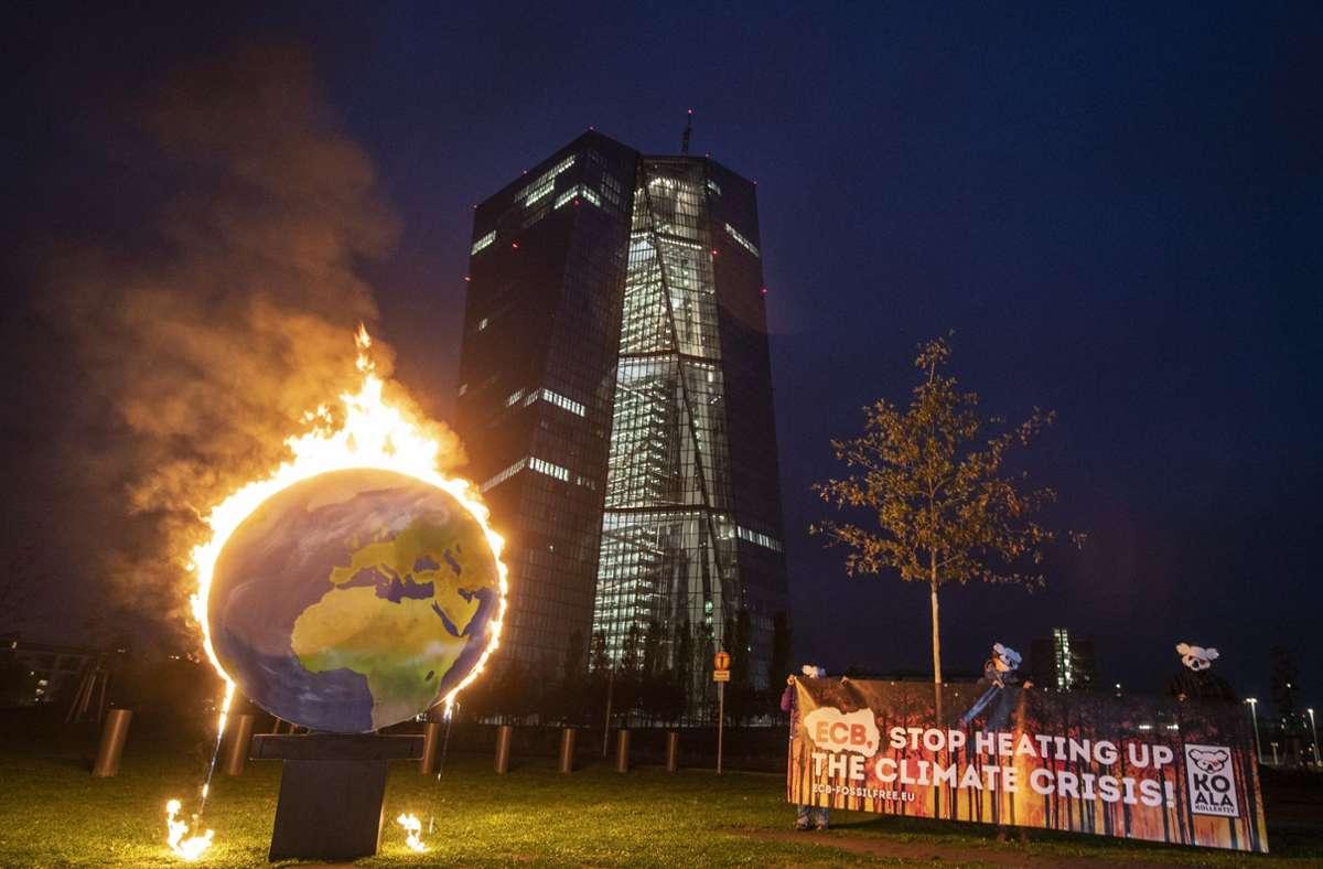 Klimaschützer fordern von der EZB mehr Rücksicht auf Umweltbelange. Foto: dpa/Boris Roessler