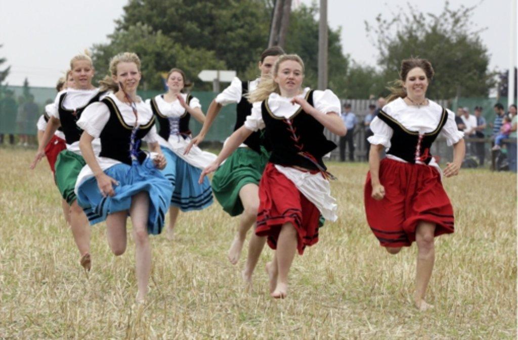 Von den 14 jungen Frauen war 2013 Simona Mack (Zweite von rechts) die schnellste Schäfertochter. Weitere Bilder sehen Sie in der Fotostrecke. Foto: dpa