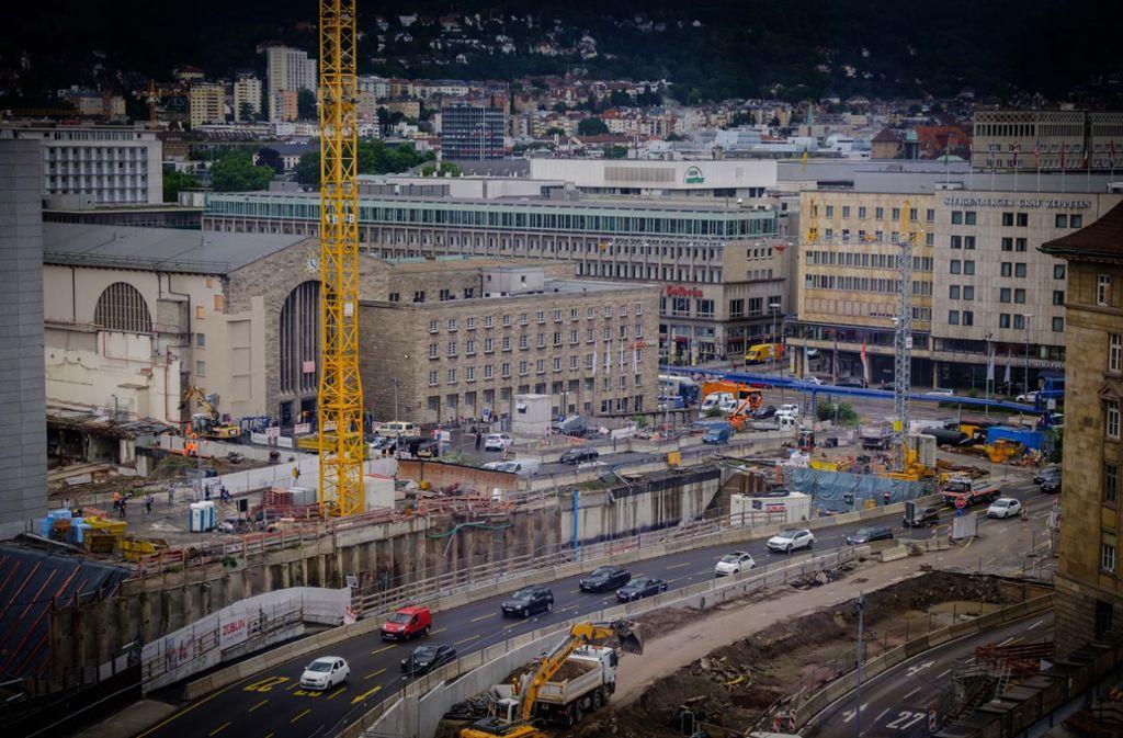 Die Verkehrsführung am Kurt-Georg-Kiesinger-Platz in Stuttgart war in den vergangenen Jahren alles andere als übersichtlich. (Archivfoto) Foto: Lichtgut/Achim Zweygarth